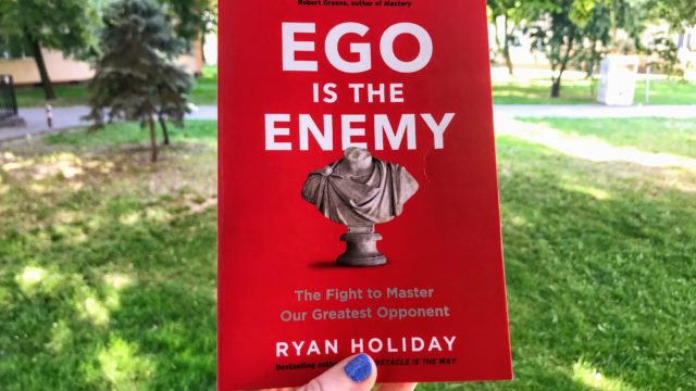 """Ego is the Enemy"" – wyproś ego za drzwi."